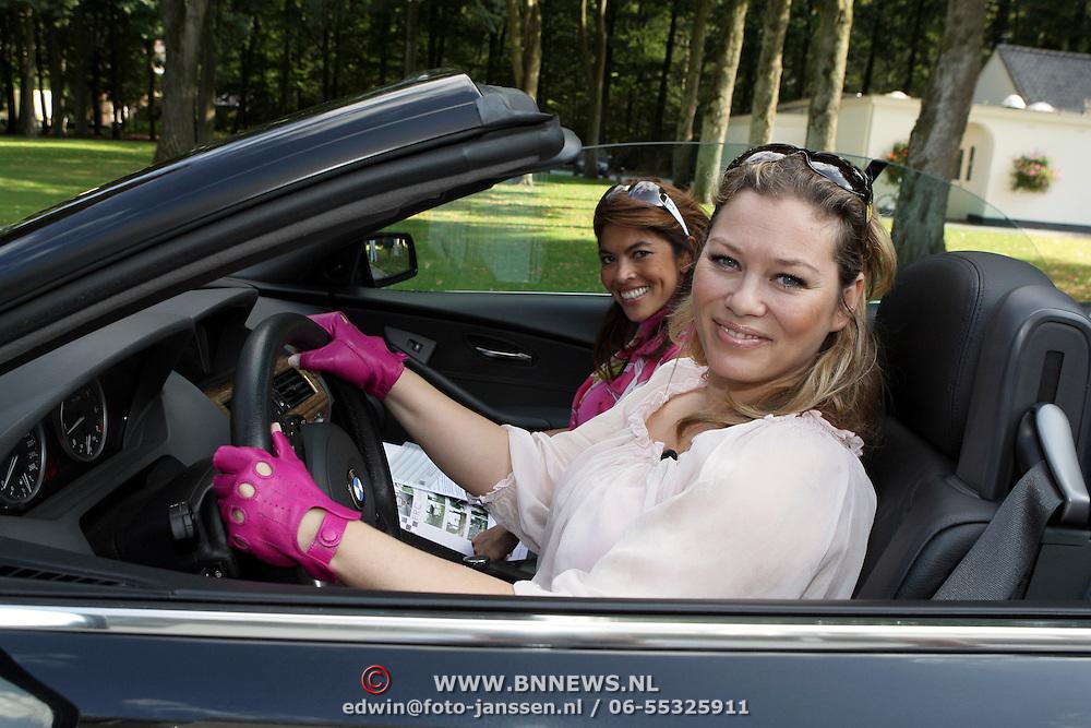 NLD/Amsterdam/20080910 - Beau Monde Rally 2008, Antje Monteiro en inge van der Spek in hun auto