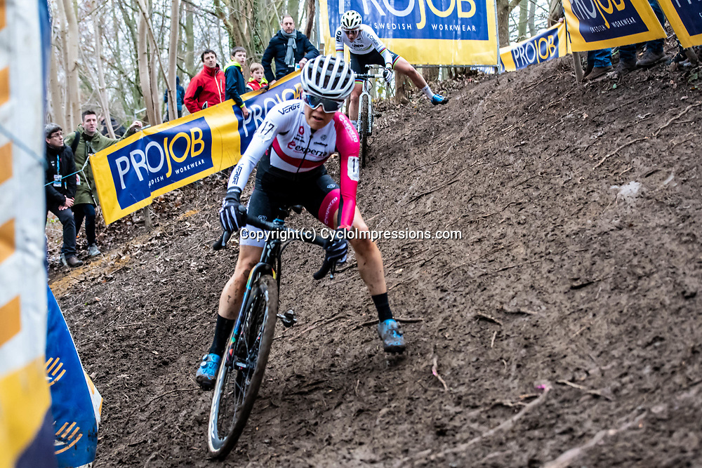 2020-01-05 Cycling: dvv verzekeringen trofee: Brussels: Pas de deux for Anna Kay and Sanne Cant in the offcamber section