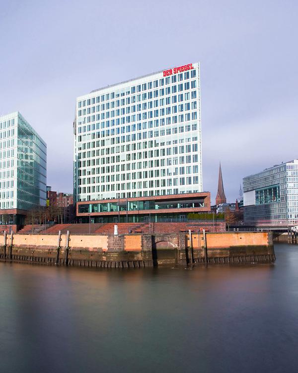 Blick von der Oberhafenbrücke und Stockmeyerstrasse auf den Spiegel Verlag und die Ericuspromenade im Hafen Hamburg
