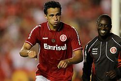 Leandro Damião comemora seu gol na partida entre Internacional x Emelec, válida pela Copa Libertadores da América 2011, no estádio Beira Rio, em Porto Alegre. FOTO: Jefferson Bernardes/Preview.com