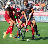 ANTWERPEN - Bjorn Kellerman (Ned) met links Sergi Enrique (Esp)  tijdens halve finale  mannen, Nederland-Spanje  ,  bij het Europees kampioenschap hockey.  COPYRIGHT KOEN SUYK