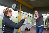 AMSTERDAM - Golfpro Rita van Kampen tijdens golfles.  Amsterdam Golf Show 2015 op Amsterborgh Borchland. COPYRIGHT KOEN SUYK