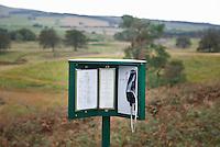 GLENEAGLES SCHOTLAND - Een telefoon op hole 10 van King's Course , Golfbaan van Gleneagles. Hier kan men iets te eten en te drinken bestellen. Bij de volgende hole staat het in het eettentje klaar. Er zijn drie bannen van Gleneagles. De Queen's Corse, King's  Corse en de belangrijkste is de PGA Centenary Course. Op de PGA course wordt in 2014 de Ryder Cup gespeeld. Het Gleneagles Hotel heeft 5 sterren en het restaurant van Andrew Fairlie met 2 Michelin sterren. FOTO KOEN SUYK