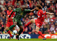 Fotball<br /> England 2004/2005<br /> Foto: SBI/Digitalsport<br /> NORWAY ONLY<br /> <br /> Liverpool v Norwich City, Barclays Premiership, 25/09/2004.<br /> Norwich's Damien Francis (L) tries to evade Liverpool's Xabi Alonso