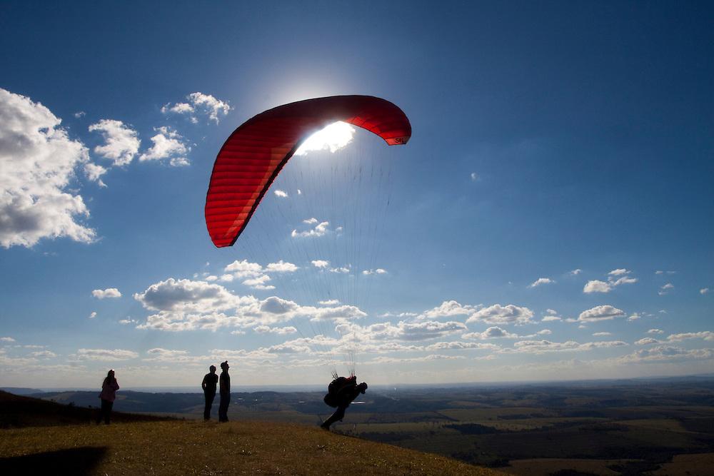 Araxa_MG, Brasil...Pessoas em parapentes em Horizonte Perdido na cidade de Araxa...People in paraglider in Horizonte Perdido in Araxa...Foto: MARCUS DESIMONI / NITRO