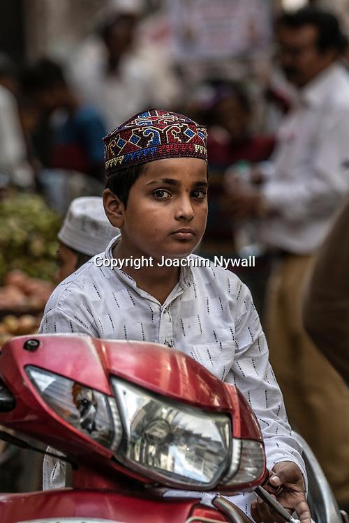 2019 09 27 Delhi India Old Delhi<br /> Porträtt av en muslimsk pojke<br /> <br /> ----<br /> FOTO : JOACHIM NYWALL KOD 0708840825_1<br /> COPYRIGHT JOACHIM NYWALL<br /> <br /> ***BETALBILD***<br /> Redovisas till <br /> NYWALL MEDIA AB<br /> Strandgatan 30<br /> 461 31 Trollhättan<br /> Prislista enl BLF , om inget annat avtalas.