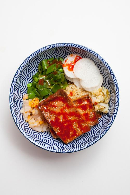 Crispy Quinoa Tofu Veggie Bowl from the fridge (m€) - COVID-19 Social Distancing