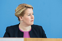 """09 APR 2020, BERLIN/GERMANY:<br /> Franziska Giffey, SPD, Bundesfamilienministerin, Pressekonferenz """"Unterrichtung der Bundesregierung zur Bekämpfung des Coronavirus"""", Bundespressekonferenz<br /> IMAGE: 20200409-01-035<br /> KEYWORDS: BPK"""