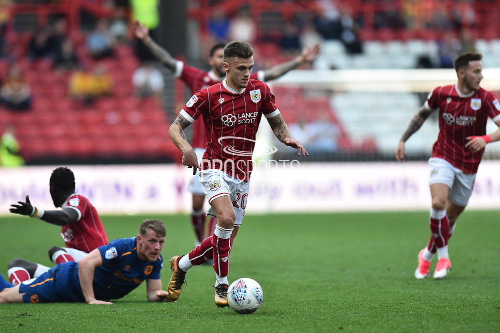 Jamie Paterson (20) of Bristol City on the attack during the EFL Sky Bet Championship match between Bristol City and Hull City at Ashton Gate, Bristol, England on 21 April 2018. Picture by Graham Hunt.