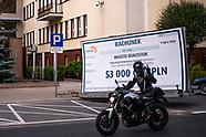 Symboliczny rachunek na 53 mln dla premiera Morawieckiego