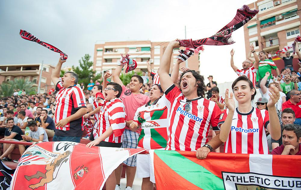 MURCIA, ESPANA - 13 DE JUNIO: Aficionados del Athletic Club celebran el gol del empate durante el partido de vuelta de la segunda fase de ascenso a Liga Adelante entre el UCAM Murcia CF y el Bilbao Athletic en el estadio de La Condomina el sabado 13 de junio de 2015 en Murcia, Espana. (Photo by Aitor Bouzo)