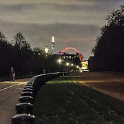 "La ruota panoramica London Eye e lo Shard di Renzo Piano visti da Hyde Park.<br /> <br /> The ferry wheel London Eye and the skyscraper ""The Shard"" viewed from Hyde Park.."