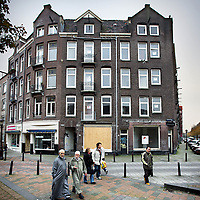 Nederland, Amsterdam , 1 november 2010..Verwaarloosde pand in de Sumatrastraat.Impoverished house in the Indische Buurt, a working class and immigrant  district of Amsterdam.
