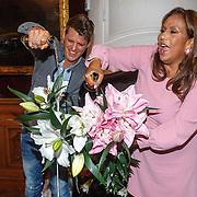 NLD/Leiden/20150603 - Patty Brard en Kees Tol dopen een naar hun vernoemde Lelie, Kees Tol en Patty Brard dopen de  naar hun vernoemde Lelie