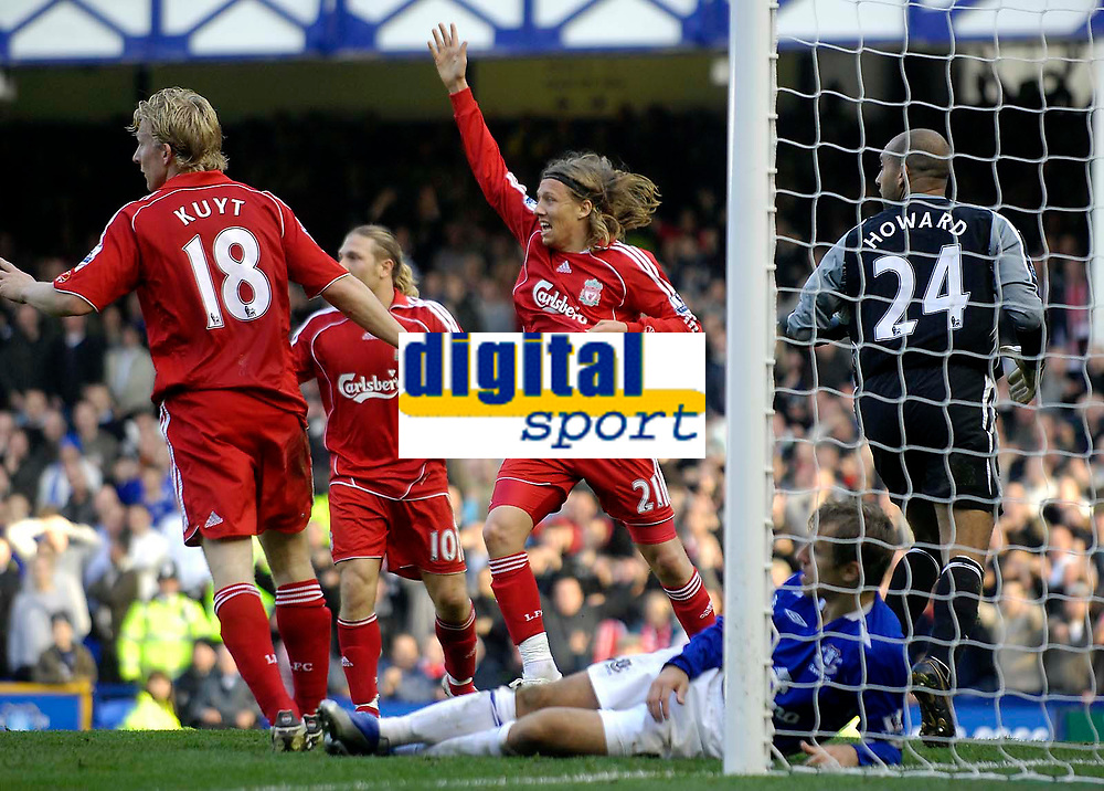 Photo: Jed Wee/Sportsbeat Images.<br /> Everton v Liverpool. The FA Barclays Premiership. 20/10/2007.<br /> <br /> Liverpool's Lucas Leiva (C) leads the appeals as Liverpool get a second penalty late in the game.