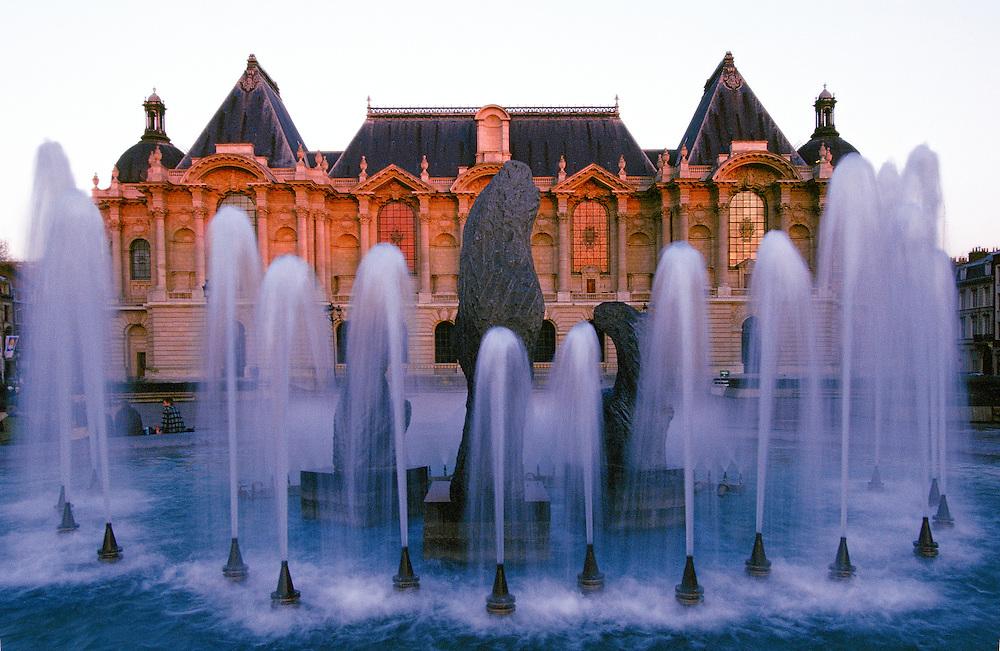 """Nord-Pas-de-Calais region. Nord department. Town of Lille. View from the """"Musée des Beaux Arts"""" (Fine Arts Museum), the Eugène Dodeigne Fountain, place de la République, Lille."""
