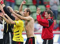 Fotball<br /> Bundesliga Tyskland<br /> Foto: Witters/Digitalsport<br /> NORWAY ONLY<br /> <br /> 12.08.2006<br /> <br /> v.l. Sergej Barbarez, Trainer Michael Skibbe Leverkusen<br /> <br /> Fussball Bundesliga Bayer 04 Leverkusen - Alemannia Aachen 3:0