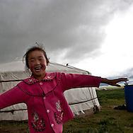 Mongolia. nomad family, horses, nomads and steppe near  Khurjit / famille de nomades. chevaux , nomades et steppe dans la rÈgion  Khurjit - Mongolie