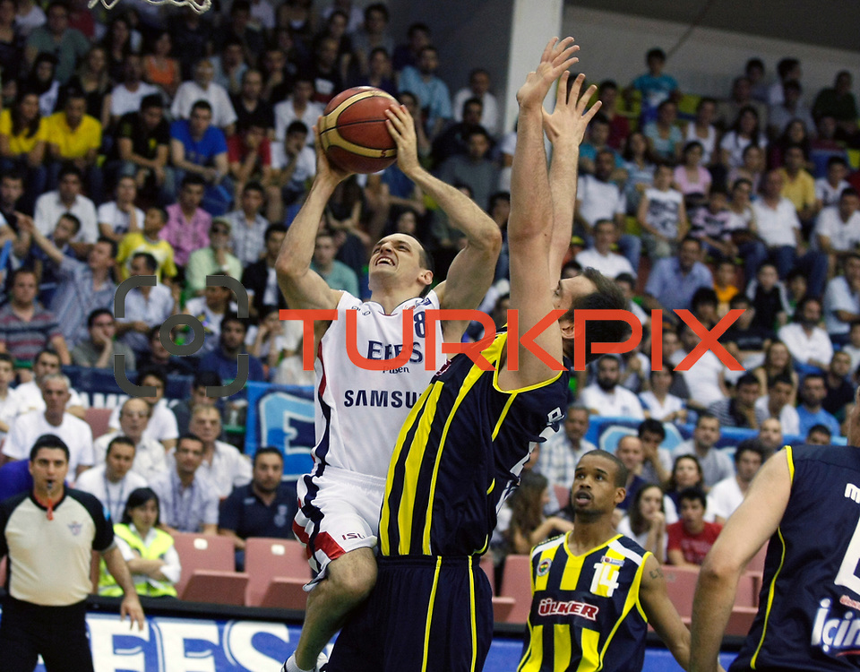 Efes Pilsen's Igor RAKOCEVIC (L) and Fenerbahce Ulker's Lynn Terence GREER (R), Oguz SAVAS (C) during their Turkish Basketball league Play Off Final fifth leg match Efes Pilsen between Fenerbahce Ulker at the Ayhan Sahenk Arena in Istanbul Turkey on Sunday 30 May 2010. Photo by Aykut AKICI/TURKPIX