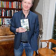 NLD/Amsterdam/20150331 - Boekpresentatie Altijd Viareggio van Rick Nieman, Rick Nieman met zijn boek