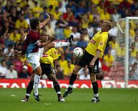 Photo. Chris Ratcliffe. Digitalsport<br /> Watford v Burnley. The League Championship. 14/08/2004<br /> Burnley's Robbie Blake tussles for the ball with Watfords Brynjar Gunnarsson