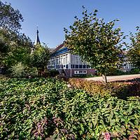 Nederland, Amsterdam, 15 oktober 2017.<br />Sloten is een dorp en de naam van een voormalige gemeente in de Nederlandse provincie Noord-Holland. Sloten ligt in het zuidwesten van de stad Amsterdam als onderdeel van het stadsdeel Nieuw-West. Sinds 1962 is er een Dorpsraad Sloten-Oud Osdorp.<br /> Sloten - dat wordt een beschermd dorpsgezicht.<br /><br /><br /><br />Foto: Jean-Pierre Jans