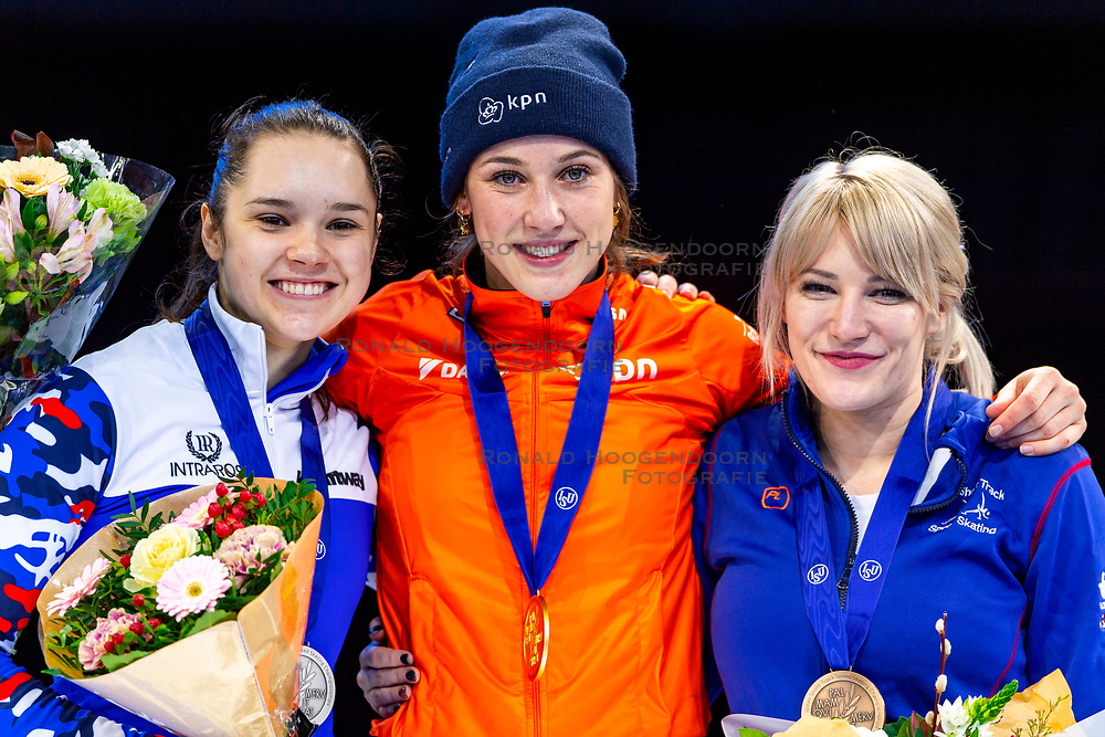 13-01-2019 NED: ISU European Short Track Championships 2019 day 3, Dordrecht<br /> (L-R) Sofia Prosvirnova of Russia, Suzanne Schulting of Netherlands and Elise Christie of Great Britain pose in the Ladies overall classification medal ceremony during the ISU European Short Track Speed Skating Championships