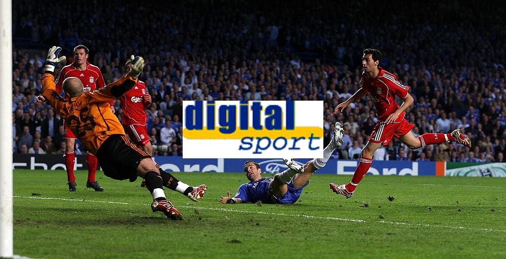 Photo: Paul Thomas.<br /> Chelsea v Liverpool. UEFA Champions League. Semi Final, 1st Leg. 25/04/2007.<br /> <br /> Joe Cole (Ground) of Chelsea scores past Liverpool keeper Jose Reina.
