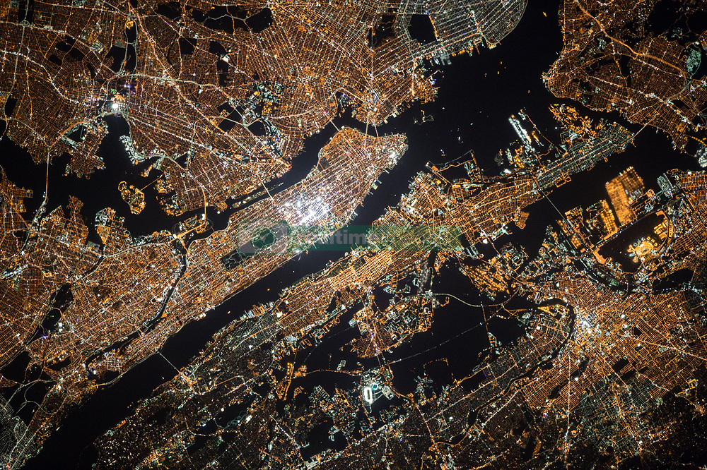 October 18, 2015 - Earth Atmosphere - Astronaut Scott Kelly posted this photo of New York City from the International Space Station on Twitter with the caption, My cosmonaut colleague Oleg Kononenko took this incredible picture of NYC last night. Enjoy. YearInSpace. (Credit Image: ? Scott Kelly/NASA via ZUMA Wire/ZUMAPRESS.com)