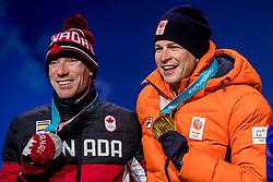 12-02-2018: Olympische Spelen: Dag 3: Pyeongchang<br /> Sven Kramer krijgt de gouden medaille op Medal Plaza voor zijn winnende rit op de 5000 meter schaatsen tijdens de Olympische Winterspelen van Pyeongchang. Ted Bloemen CAN het zilver