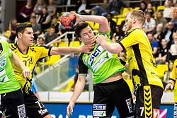 27.04.2018, BSFZ Suedstadt, Maria Enzersdorf, AUT, HLA, SG INSIGNIS Handball WESTWIEN vs Bregenz Handball, Viertelfinale, 1. Runde, im Bild Luka Kikanovic (Bregenz Handball), Felix Fuchs (SG INSIGNIS Handball WESTWIEN), Povilas Babarskas (Bregenz Handball) // during Handball League Austria, quarterfinal, 1 st round match between SG INSIGNIS Handball WESTWIEN and Bregenz Handball at the BSFZ Suedstadt, Maria Enzersdorf, Austria on 2018/04/27, EXPA Pictures © 2018, PhotoCredit: EXPA/ Sebastian Pucher
