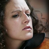 Nederland,Amstelveen ,1 augustus 2008..Violiste Liza Ferschtman oprichtster van Delft Chamber Music Festival (l) tijdens een repetitie...Foto:Jean-Pierre Jans