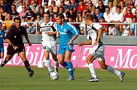 Fotball<br /> UEFA-cup 2004/05<br /> Kvalifisering<br /> Superfund Pasching vs Zenit St. Petersburg<br /> 10. august 2004<br /> Foto: Digitalsport<br /> NORWAY ONLY<br /> Schiedsrichter B. Uzun, Patrik Jezek (Pasching), Aleksandr Kerzhakov (Zenit St. Petersburg), Tomasz Wisio (Pasching)