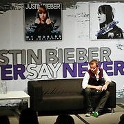 """NLD/Rotterdam/20110327 - Persconferentie Justin Bieber """" Never Say Never"""" tour, presentator Peter van der Vorst"""