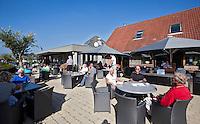 ALKMAA - Golfbaan Sluispolder, terras clubhuis  , FOTO KOEN SUYK