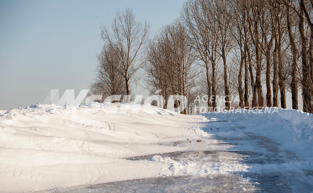 23.03.2013 Krynki woj podlaskie N/z zawiana przez snieg droga fot Michal Kosc / AGENCJA WSCHOD