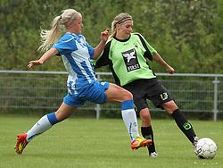 FODBOLD: Anette Ancker Jørgensen (OB) presses af Karoline Smidt Nielsen (OB) under kampen i 3F Ligaen mellem Taastrup FC og OB den 12. maj 2012 i Taastrup Idrætspark. Foto: Claus Birch
