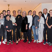 NLD/Amsterdamt/20180930 - Annie MG Schmidt viert eerste jubileum, Simone Kleinsma met familie, Joop van den Ende en Janine en Albert Verlinde