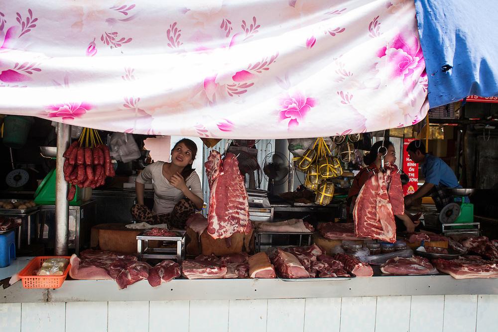 D Ton That Dam street market