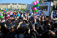 """A general view of the Campaign.<br /> First Minister Alex Salmond and Deputy First Minister. Nicola Sturgeon join with figures from across the Yes movement. <br /> They  """"campaign for the full powers that only a Yes vote can guarantee"""". Amongst other members of the grassroots campaign they  <br /> join Jim Sillars and the Margo mobile, which has been touring communities of Scotland.<br /> Pako Mera/Universal News And Sport (Europe) 10/09/2014"""