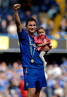 Photo: Daniel Hambury.<br />Chelsea v Manchester United. The Barclays Premiership. 29/04/2006.<br />Chelsea's Frank Lampard with this daughter celebrates the Premiership title.