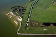 Nederland, Friesland, Gemeente Lemsterland, 08-09-2009; Lemsterhoek,  oude zeedijk tussen Zuiderzee / IJsselmeer en polder Oudmirderveld..Lemster Corner, old seawall between Zuiderzee / IJsselmeer and polderOudmirderveld.Luchtfoto (toeslag); aerial photo (additional fee required); .foto Siebe Swart / photo Siebe Swart