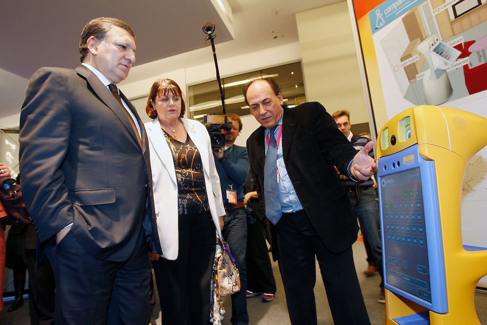 20111205 - Belgium - Brussels - Innovation Convention 2011 -  Opening Session - Jose Manuel Barroso, President of the European Commission and Maire Geoghegan-Quinn, European Commissioner for Research, Innovation and Science© European Union / Scorpix