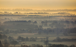 © Licensed to London News Pictures. 22/11/2018. Dorking, UK. Seen from Box Hill near Dorking, mist and frost cover the valley below. Photo credit: Peter Macdiarmid/LNP