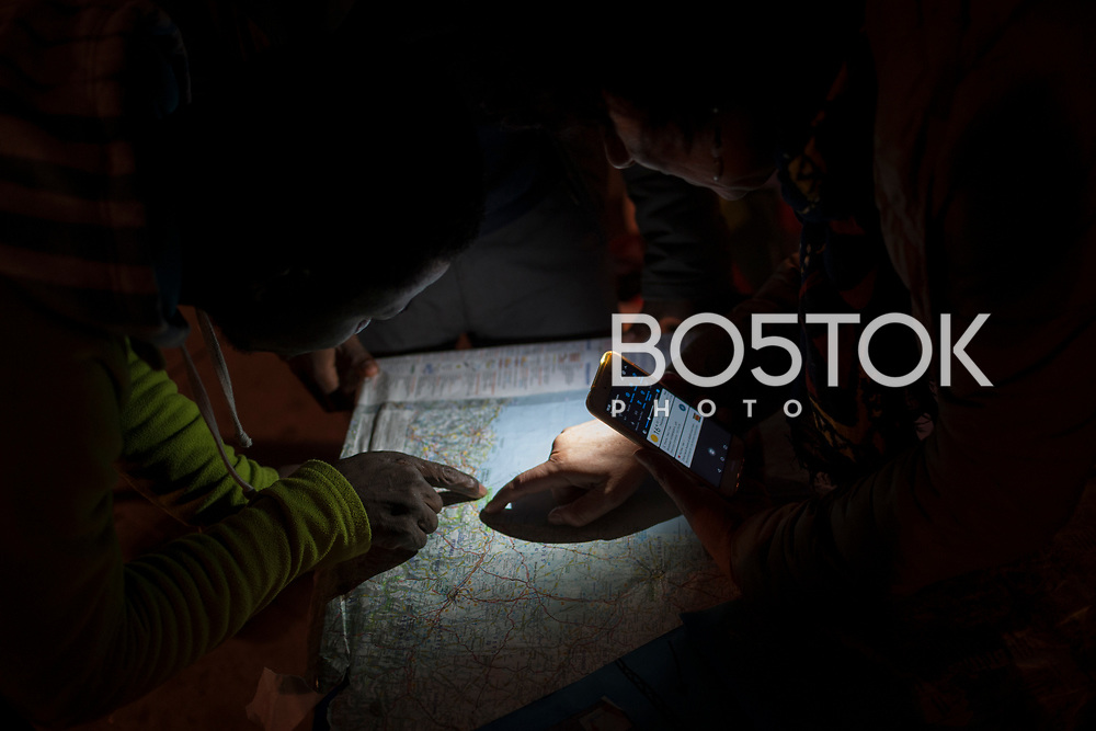 A volunteer shows some African migrants where the border is in a map. Irun (Basque Country). October 21, 2018. A group of volunteers has created a host network to serve migrants and inform about the public services they are entitled to and the ways to cross the border. This group of volunteers is avoiding a serious humanitarian problem Irun, the Basque municipality on the border with Hendaye. As the number of migrants arriving on the coasts of southern Spain incresead, more and more migrants are heading north to the border city of Irun. French authorities have reacted by conducting random checks as far as the city of Bordeaux, more than 200 kilometers north of the border. Migrants who are caught are then deported back to Irun. (Gari Garaialde / Bostok Photo).
