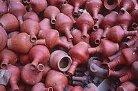 Nepal, vallee de Katmandou, marchand de poterie // Nepal, Kathmandu valley, poterie shop