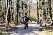 In Woudenberg houdt de ligfietsvereniging NVHPV het jaarlijks paastreffen met onder andere een fietstocht. <br /> <br /> In Woudenberg the Dutch recumbent society is having its early eastern meeting with a tour ride.
