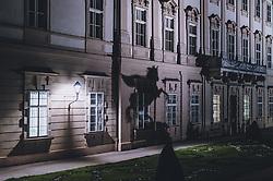 09.04.2020, Salzburg, AUT, Coronavirus in Österreich, im Bild eine Statue wirft einen Schatten auf das Schloss Mirabell während der Coronavirus Pandemie // a statue casts a shadow on Mirabell Castle during the World Wide Coronavirus Pandemic in Salzburg, Austria on 2020/04/09. EXPA Pictures © 2020, PhotoCredit: EXPA/ JFK
