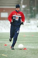 99042114: Petter Belsvik, Stabæk, under trening på kunstgresset på Nadderud 27. januar 1999. (Foto: Peter Tubaas)