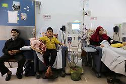 April 29, 2017 - Gaza, Palestine - Palestinian patients undergoe kidney dialysis at Shifa hospital in Gaza City April 29, 2017  (Credit Image: © Momen Faiz/NurPhoto via ZUMA Press)